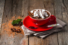 红色杯子热巧克力 免版税库存照片