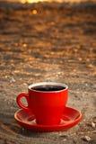 红色杯子用咖啡 库存图片