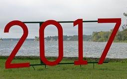 红色标志在2017年在象草的草坪在公园 免版税库存图片