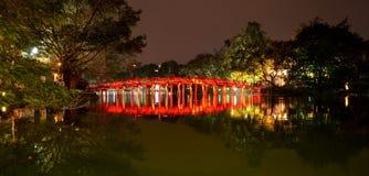 红色桥梁在还剑湖Ha Noi越南 库存图片