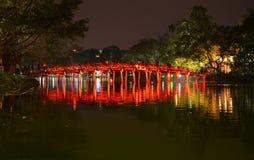 红色桥梁在还剑湖Ha Noi越南 免版税库存照片