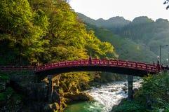 红色桥梁,日光 库存照片