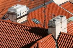 红色桶瓦屋顶 库存图片