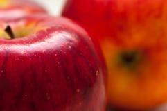 红色橙色五颜六色的苹果关闭宏观射击 免版税库存图片