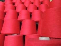 红色毛线锥体 免版税库存图片