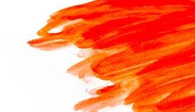 红色水彩油漆纹理在白皮书的 与水彩刷子冲程污点的水平的背景  库存图片