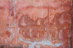 红色水泥墙壁的纹理在背景中 免版税库存图片