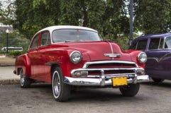 红色汽车在哈瓦那,古巴 库存照片