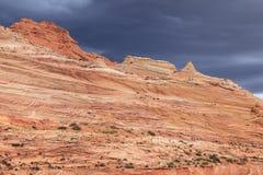 红色沙丘和石沙漠 库存照片