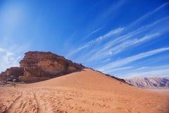 红色沙丘,旱谷Ram 约旦沙漠风景 免版税库存照片