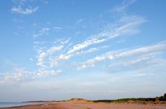 红色沙子海滩 免版税库存照片