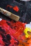 红色油漆和刷子在纸 库存图片