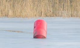 红色浮体在一个大池塘 库存照片