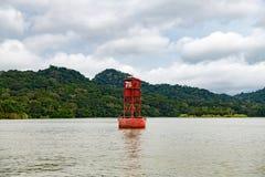 红色浮体,在巴拿马运河的航海浮体 免版税库存照片