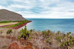 红色海滩海岛视图 免版税库存照片