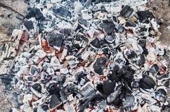红色温暖的黑煤炭背景 库存照片