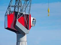 红色港口起重机 库存图片