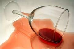 红色溢出的酒 库存例证