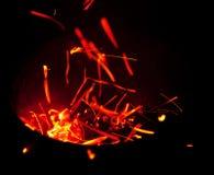 红色火花飞行在容器外面 免版税库存照片