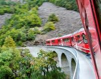 红色火车。 免版税库存图片