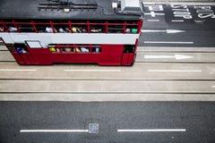 红色火车在香港市 库存照片