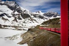 红色火车- Bernina 库存照片