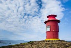 红色灯塔在Stykkisholmur, Snaefellsnes半岛,冰岛 免版税库存图片