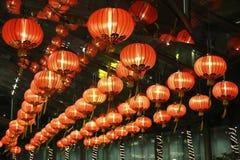 红色灯笼在旅馆里 免版税库存照片