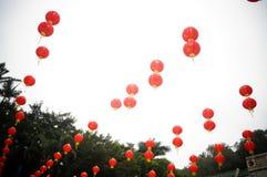 红色灯笼装饰风景 免版税库存图片