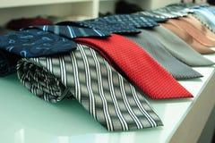 红色灰色蓝色和其他领带 免版税图库摄影