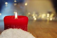 红色灼烧的蜡烛背景 库存图片