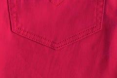 红色牛仔裤背景 图库摄影