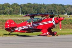 红色特技飞机 库存照片