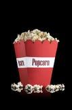 红色玉米花箱子用玉米花 免版税库存照片