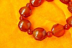 红色玛瑙成串珠状首饰辅助部件 库存图片