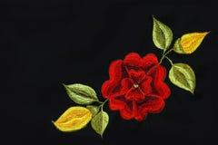 红色玫瑰刺绣 免版税库存照片
