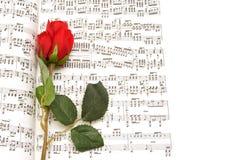红色玫瑰和笔记文字 免版税库存照片