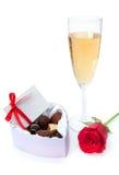 红色玫瑰和香槟 免版税库存照片