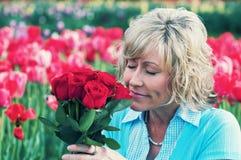 红色玫瑰妇女 免版税库存图片