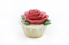 红色玫瑰杯形蛋糕 免版税库存照片