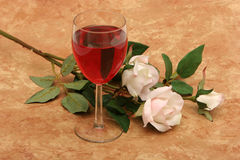 红色玫瑰白葡萄酒 库存图片
