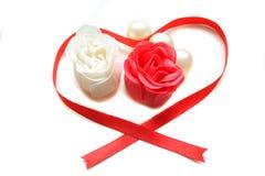 红色玫瑰肥皂白色 免版税库存图片