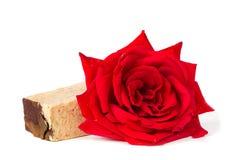 红色玫瑰肥皂,草本温泉概念 免版税库存照片