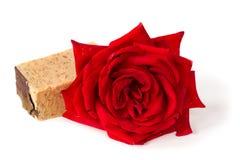 红色玫瑰肥皂,草本温泉概念 免版税库存图片