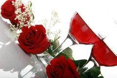 红色玫瑰色葡萄酒杯 库存照片