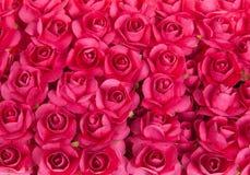 红色玫瑰花背景  许多英国兰开斯特家族族徽关闭  免版税库存照片