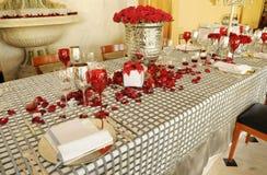 红色玫瑰表婚礼 免版税库存照片