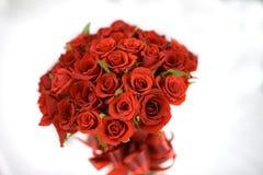 红色玫瑰 3花束重点前景婚礼 浅的重点 免版税库存图片
