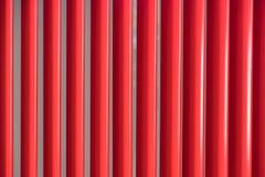 红色现代飞翅遮光罩被排行的背景 库存照片