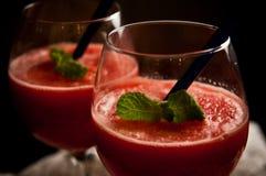 红色瓜泥泞的饮料 免版税库存图片